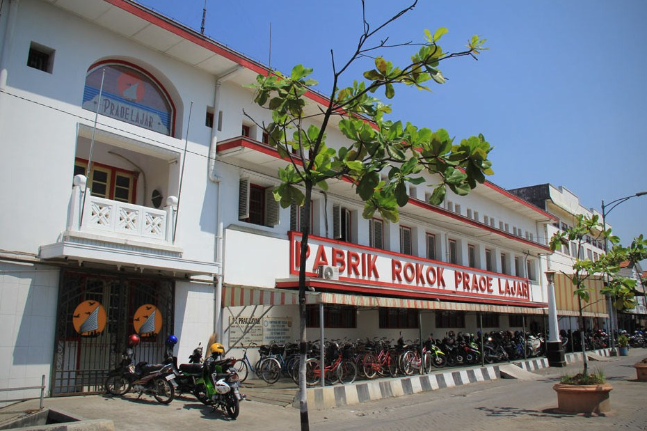 Gedung Pabrik rokok Praoe Lajar